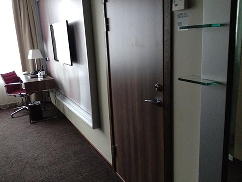 connectingroom.jpg